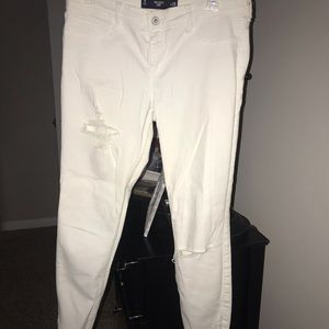 Hollister White Jeans. Super cute and comfy!